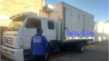 Varios de los autos robados que fueron recuperados por la Policía en Neuquén durante la última semana. El camión lo robaron en Cipolletti en 2016.