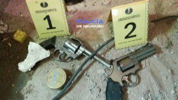 Hallaron armas y drogas en un allanamiento en el barrio Belén
