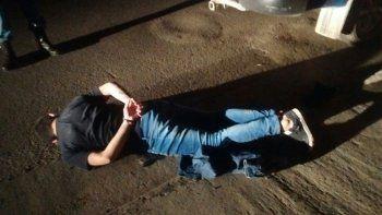 Uno de los sospechosos detenido por robar en la Shell de Centenario.