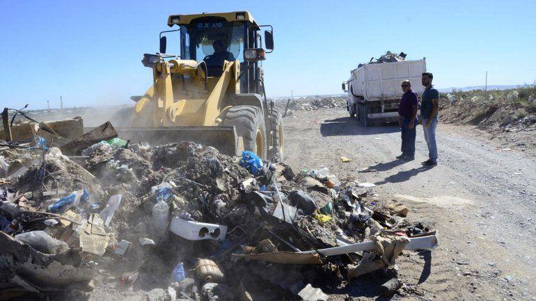 Levantan cordones para impedir el arrojo de basura en la meseta