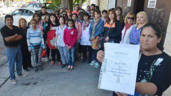 La comunidad de la Escuela 21 de Senillosa trajo su reclamo a la ciudad.