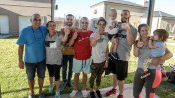 La familia Troncoso junto al pequeño y al ganador de la reciente fecha del TC.