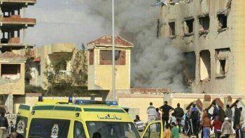 al menos 155 muertos en atentado contra una mezquita en egipto