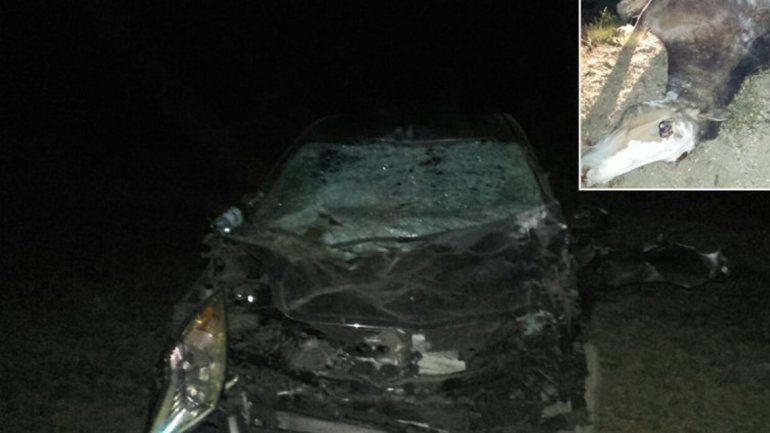 El auto en el que viajaba la pareja quedó destruido.