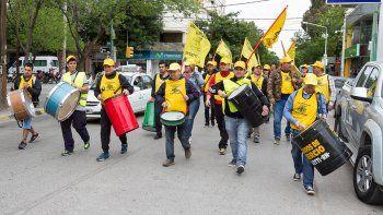 Los empleados mantienen la protesta y reclaman indemnizaciones.