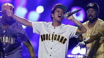 Bruno Mars arrasó entre carisma