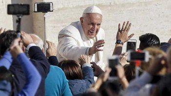 El Vaticano aclara que el Papa no manda bendiciones por Whatsapp