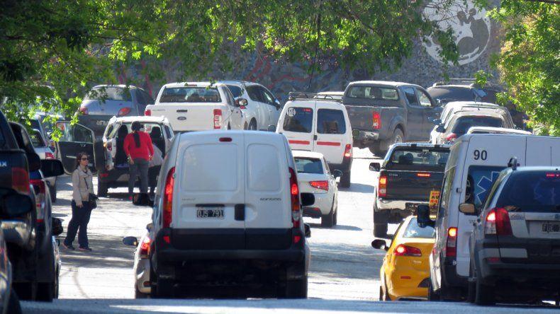San Martín bajará el costo de las patentes para repatriar autos