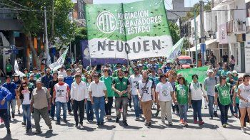 Estatales y docentes marcharon contra la reforma laboral