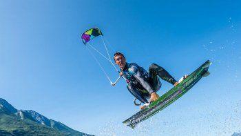 El kitesurf es una práctica cada vez más popular en todo el mundo.