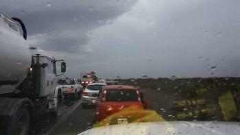 Por las intensas lluvias está cortada la Ruta 7 entre Añelo y Rincón de los Sauces