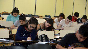 macri prometio a estudiantes hasta $25 mil y abonos de celulares