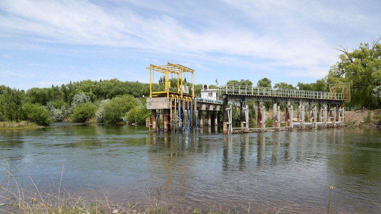 Río arriba del Neuquén también están las tomas de la planta de agua.