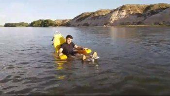 Alumnos crean silla de ruedas para bañarse en el río
