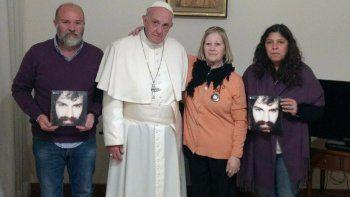 Francisco recibió a la mamá de Santiago, a su hermano y a su cuñada.