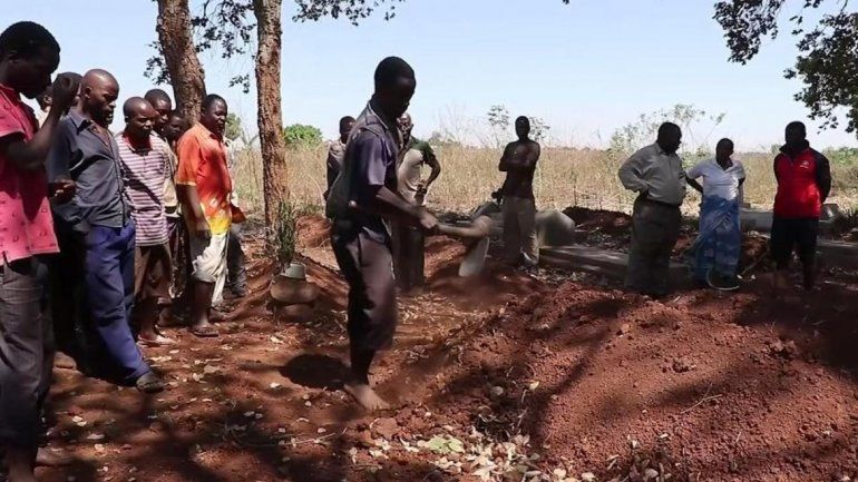 En Malaui se está viviendo una especie de psicosis con los chupasangre. Grupos de milicianos patrullan el campo y las calles buscando vampiros.
