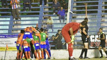 Independiente sufrió una goleada en Roca y quedó afuera