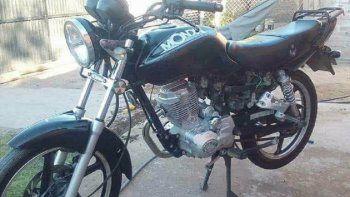 La Mondial Rd 150cc que le robaron a una joven de Centenario.
