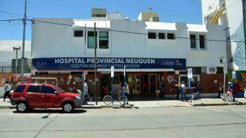 La joven mujer se encuentra internada en el hospital Regional.
