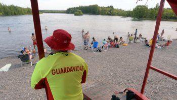 este domingo hubo 46 rescates en los balnearios neuquinos