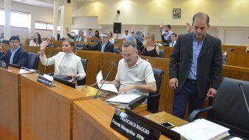 Los concejales, durante la sesión de ayer donde se aprobó el proyecto de presupuesto.