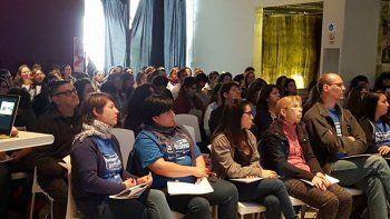Una de las charlas sobre autismo realizada por Fundación Faro Patagónico.