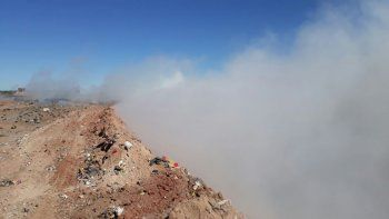 Una nube de humo del basural sorprendió en la Autovía Norte