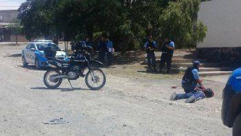 El joven fue detenido en las calles Puerto Madryn y Puerto Argentino.