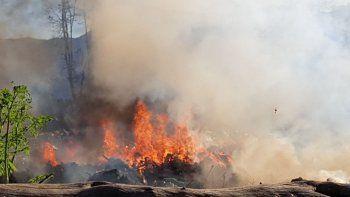 controlaron el fuego, pero sigue ardiendo el basural municipal