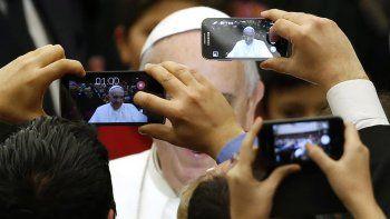 Francisco no manda bendiciones a través del servicio de mensajería.