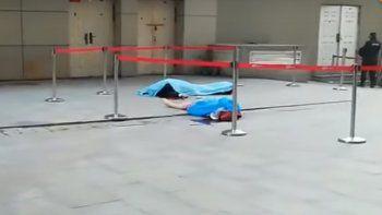 Tanto la suicida como el héroe murieron en el acto en un shopping.