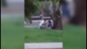 video: tenian sexo en la avenida hasta que los separo la policia