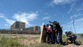 Postales del tercer día de caos y violencia en Neuquén
