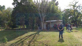 La víctima, un policía de Entre Ríos, murió por los duros golpes recibidos mientras dormía. Su hijo de 17 años es el principal sospechoso del crimen.