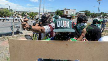 Los manifestantes de ATE fueron al CAM preparados con escudos, después de hacer caso omiso al pedido del mediador judicial. Los vecinos de Islas Malvinas sufrieron las consecuencias.