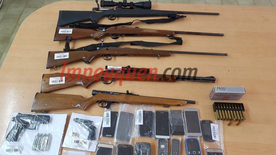 Megaoperativo contra UOCRA en el Chañar: secuestran un arsenal en 11 allanamientos