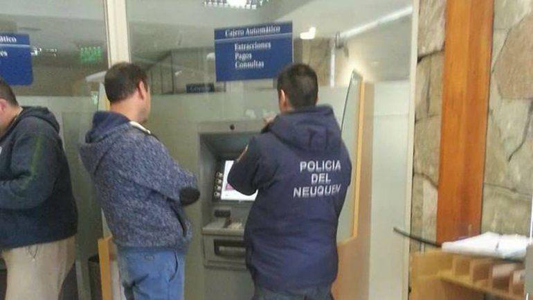 El clonador de tarjetas fue descubierto en un cajero del Banco Patagonia.