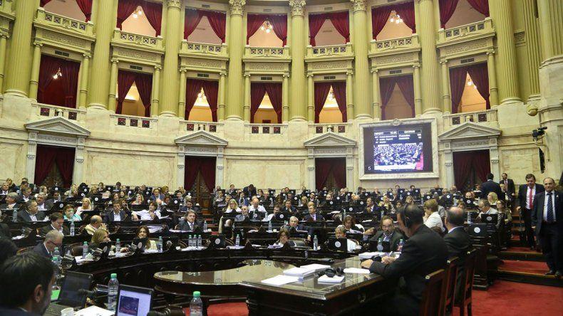 Los diputados dejaron para hoy la votación de la reforma tributaria.