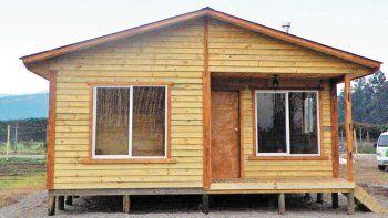 Acusan a una joven por estafar con una casa prefabricada
