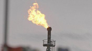 fuga de gas e incendio en un pozo petrolero en rincon