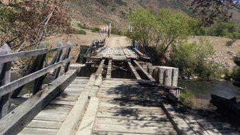 El puente quedó inutilizado por los efectos del fuego.