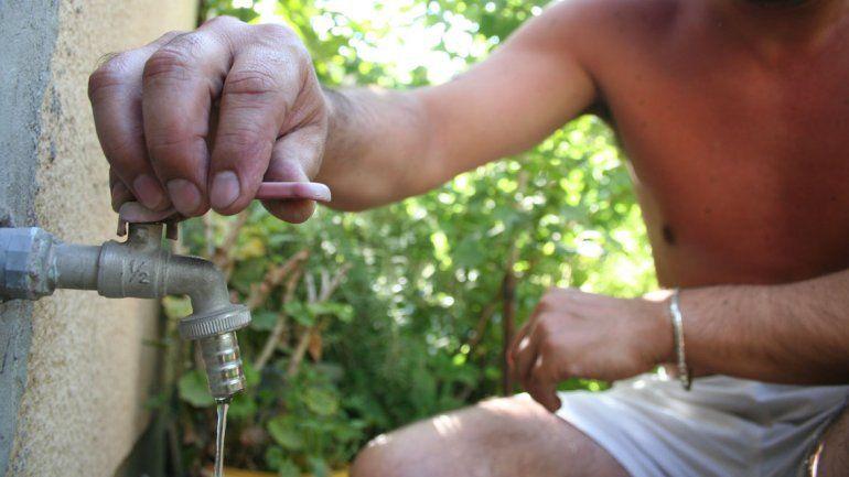 Se quemaron cuatro bombas de agua en Centenario y los vecinos sufren la escasez
