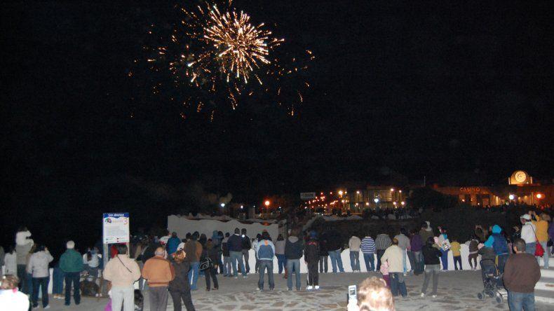 El show de fuegos artificiales ya se convirtió en un espectáculo tradicional en Las Grutas.