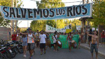 Vuelven a movilizarse por la contaminación de los ríos de la región