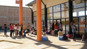 alertan que aun 400 alumnos no retiraron su tarjeta estudiantil