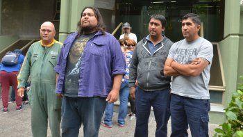 Los trabajadores de MAM ayer, después de la reunión con el Gobierno.