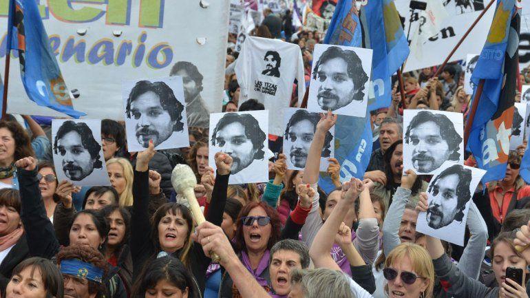 Miles marcharon a diez años del asesinato de Carlos Fuentealba.