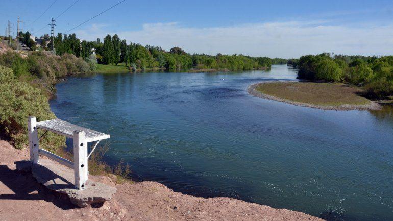 Hay dos investigaciones sobre la contaminación en el río Neuquén.