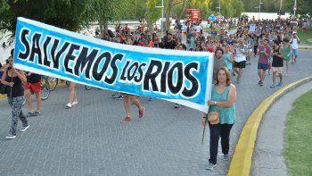 con aplausos, vecinos se movilizaron y otra vez pidieron por la salud de los rios