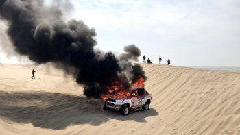 se incendio el auto de alicia reina y tuvo que abandonar el dakar